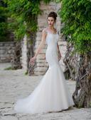 Svadobné šaty s v-čkovým výstrihom , 34