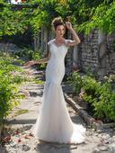 Priliehavé svadobné šaty , 34
