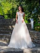 Nádherné svadobné šaty s krajkovaným živôtikom , 38