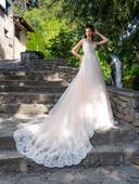 Očarujúce svadobné šaty s vlečkou , 36