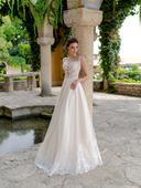 Svadobné šaty zdobené nádhenrou aplikáciou, 38