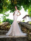 Celočipkované svadobné šaty s tylovou vlečkou, 34