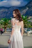 Očarujúce svadobné šaty s dlhými rukávmi , 46