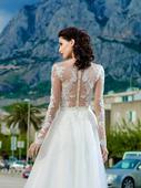 Jedinečné svadobné šaty s čipkovaným body, 45