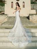 Luxusné priliehavé svadobné šaty s veľkou vlečkou, 34