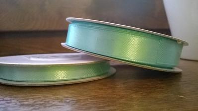 první várka - stuhy (barva trochu jiná než na fotce) na vývazky, oznámení ...