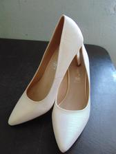 šla jsem kupovat zimní boty a přinesla tady ty :D výprodej - poslední velikost  :D
