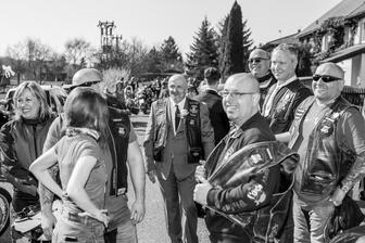 ženich a kamarádi motorkáři :-)