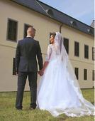 snehobiele svadobné šaty, 40