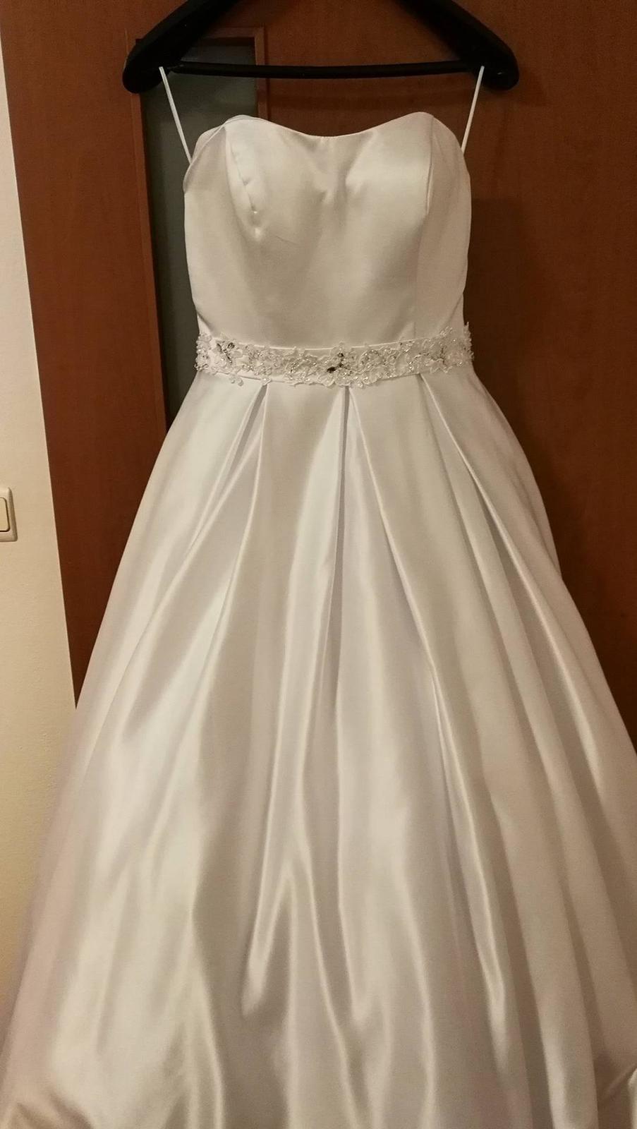 Nadherné svadobné šaty s dlhou vlečkou-zlava - Obrázok č. 1