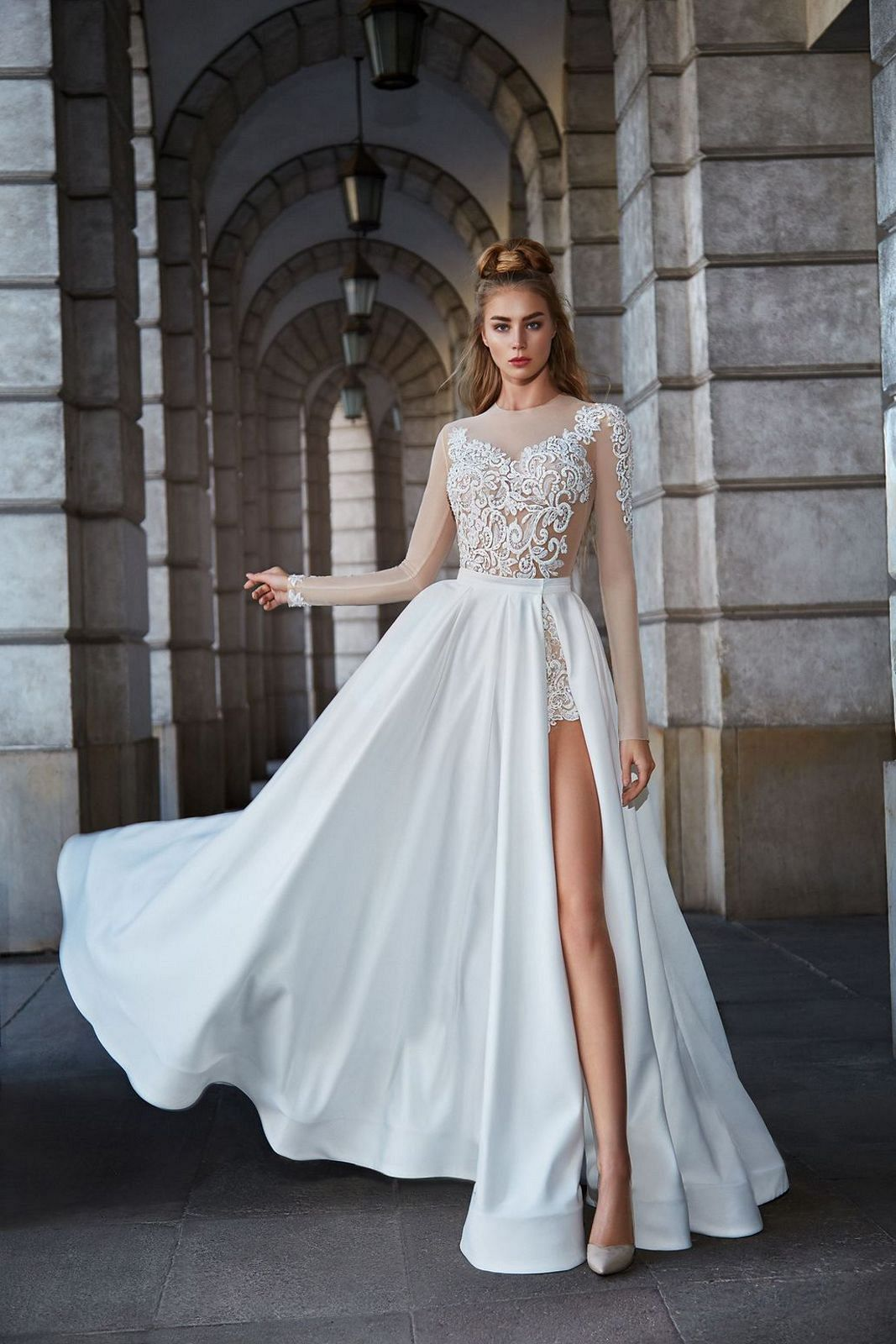 Ohromující svatební šaty - body a sukně - Obrázek č. 1