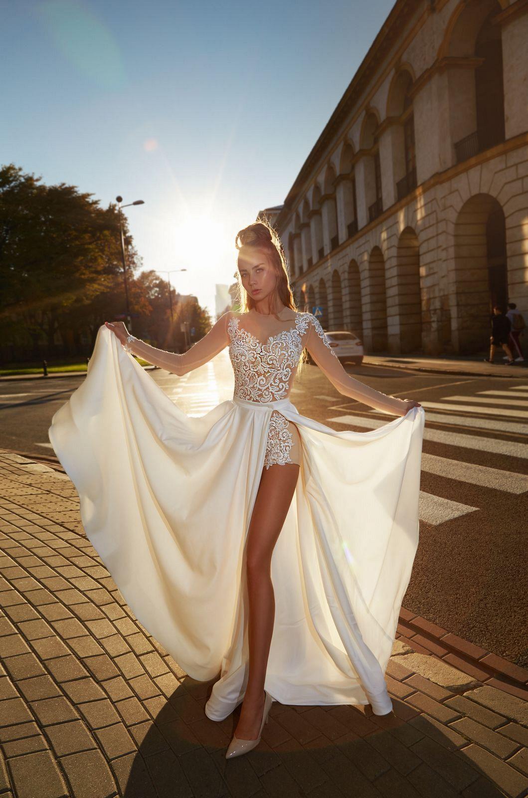Ohromující svatební šaty - body a sukně - Obrázek č. 2