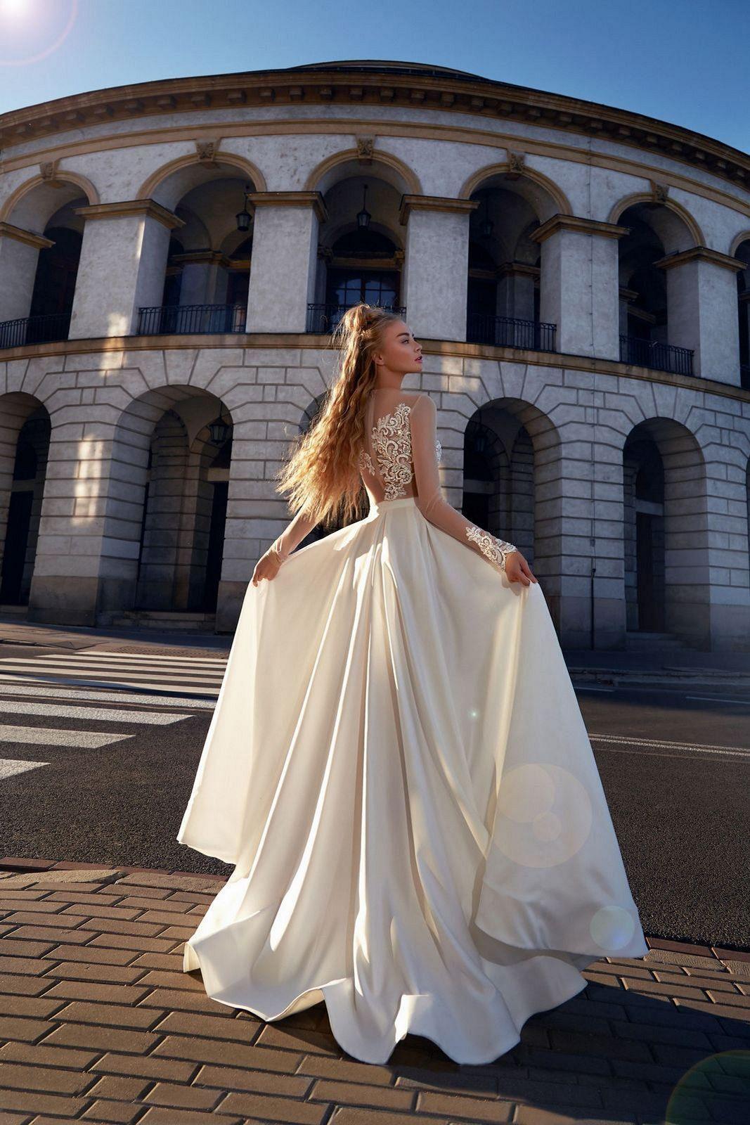 Ohromující svatební šaty - body a sukně - Obrázek č. 3