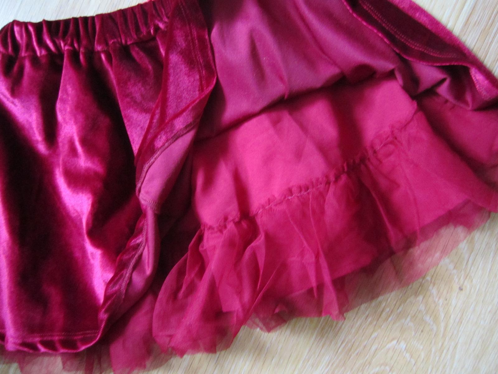 zamatová suknička - Obrázok č. 2