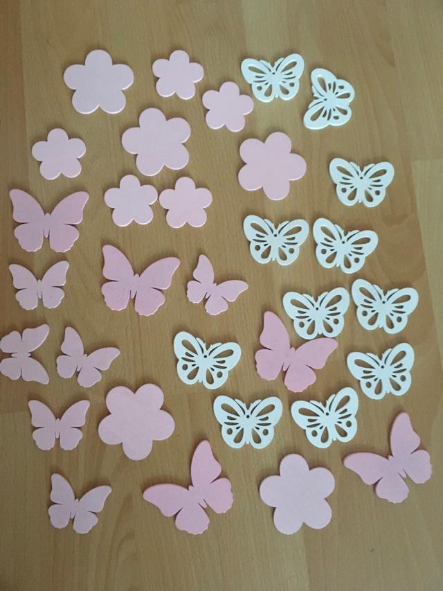 dřevěné dekorace na stůl - motýlci, kytičky - Obrázek č. 1
