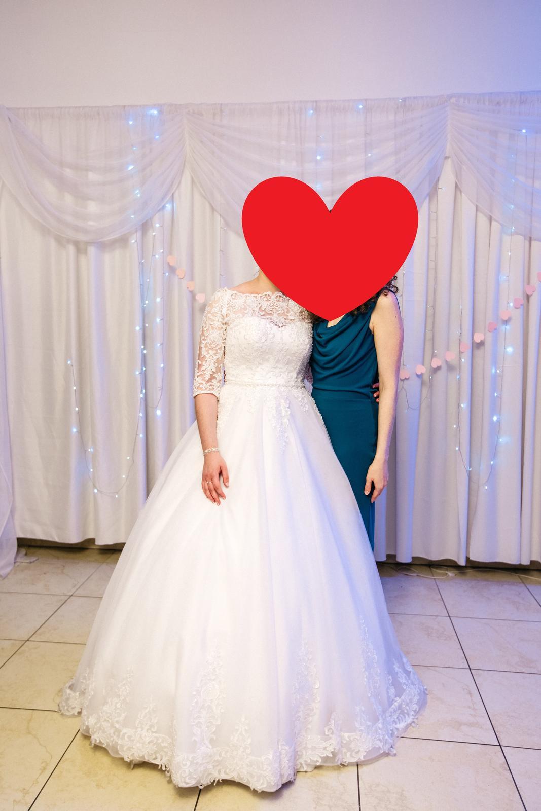 Krajkové svadobné šaty - Obrázok č. 2