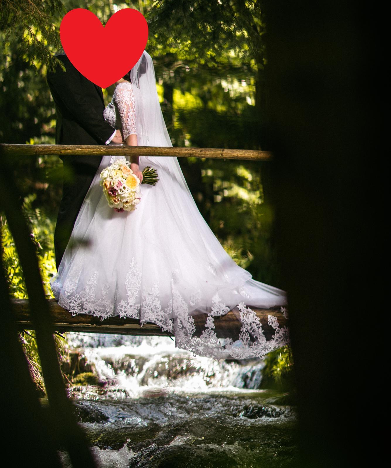 Krajkové svadobné šaty - Obrázok č. 3