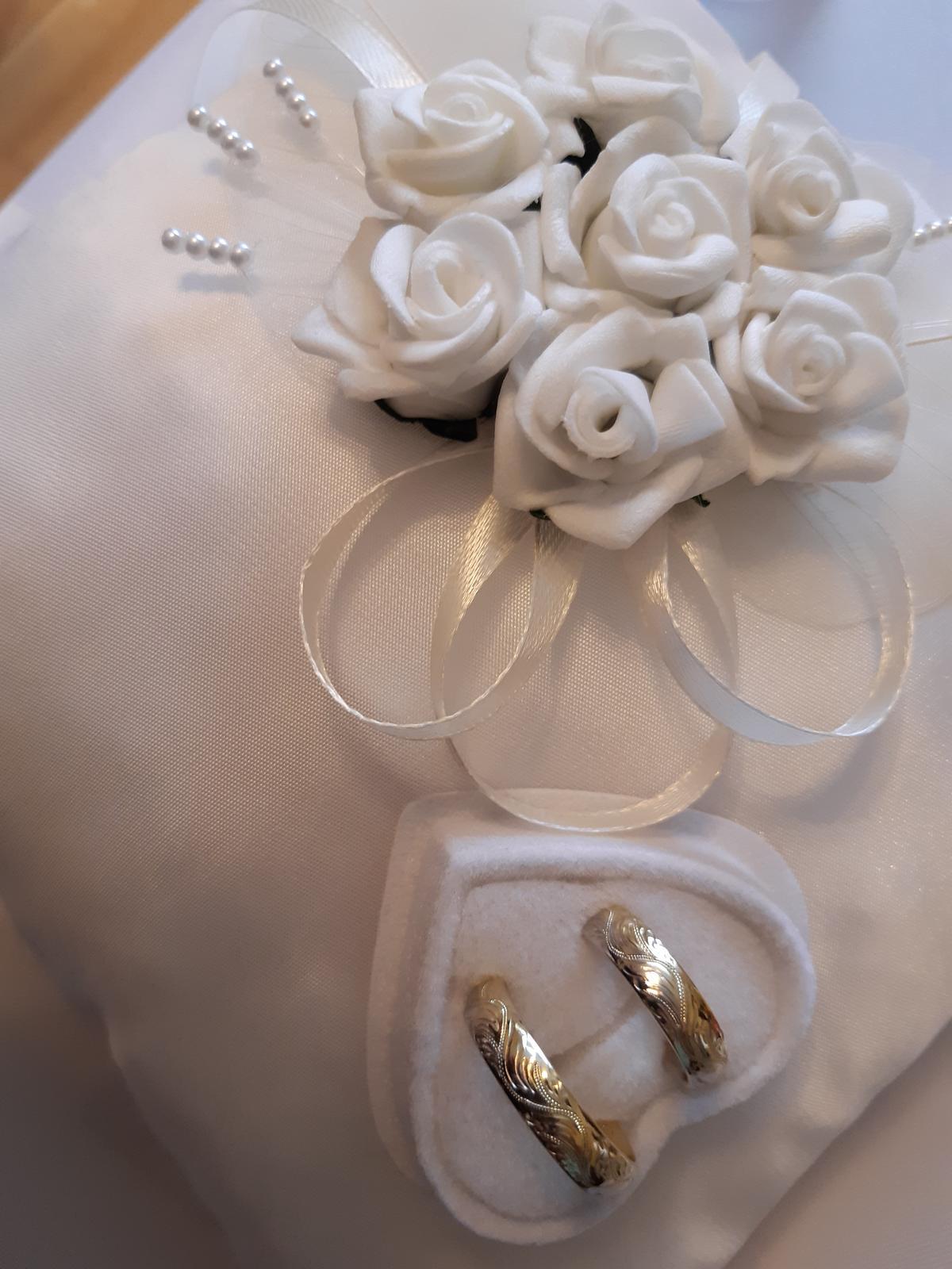 Svadobná dekorácia-stuhy,organzy,dekoracie,doplnky - Obrázok č. 1