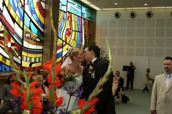 to bylo srandy(nevěděli jsme kdy se máme políbit,nebo nám to starostka neřekla)