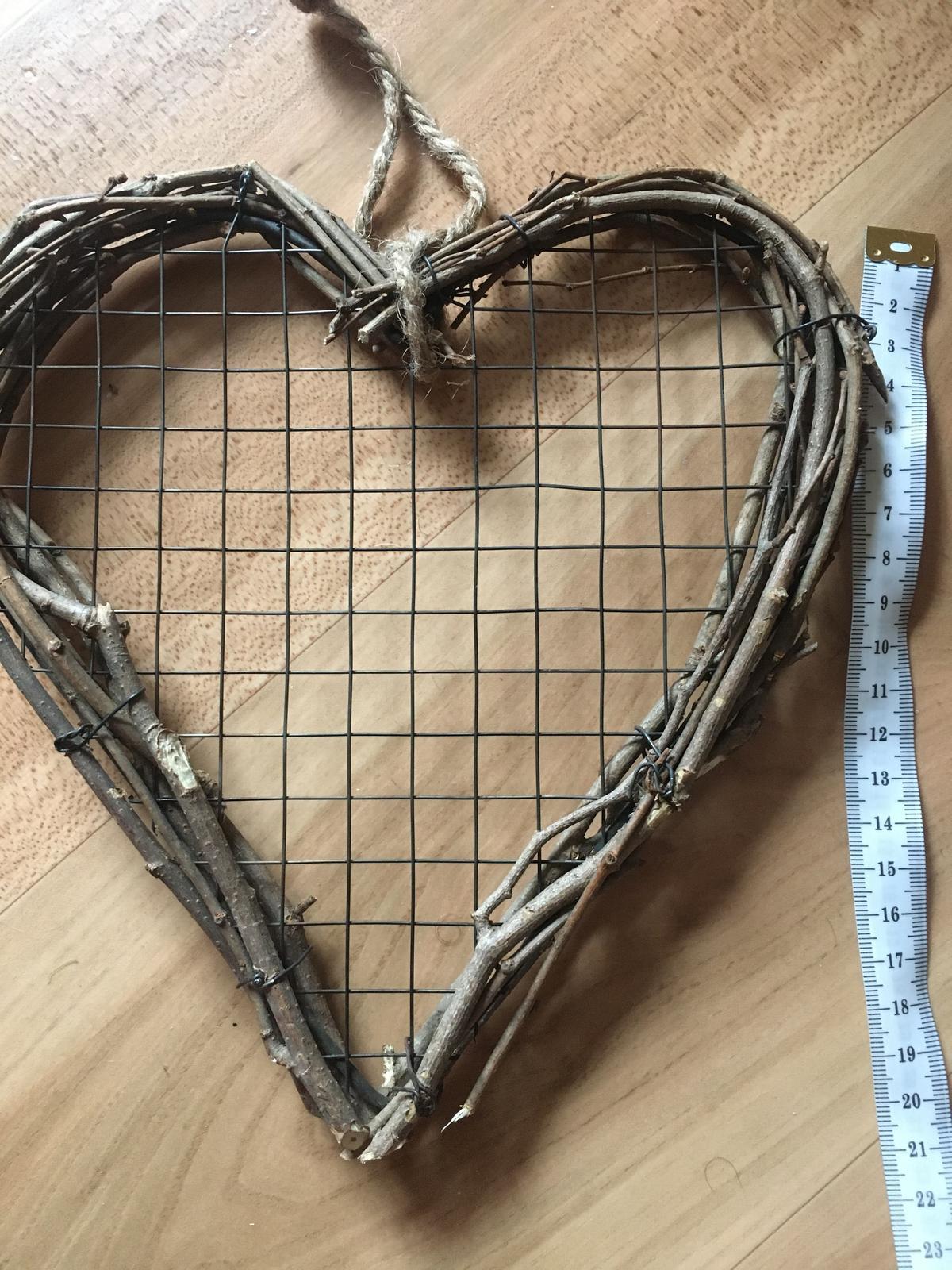 Srdíčko z dřevěných klacíků - Obrázek č. 1