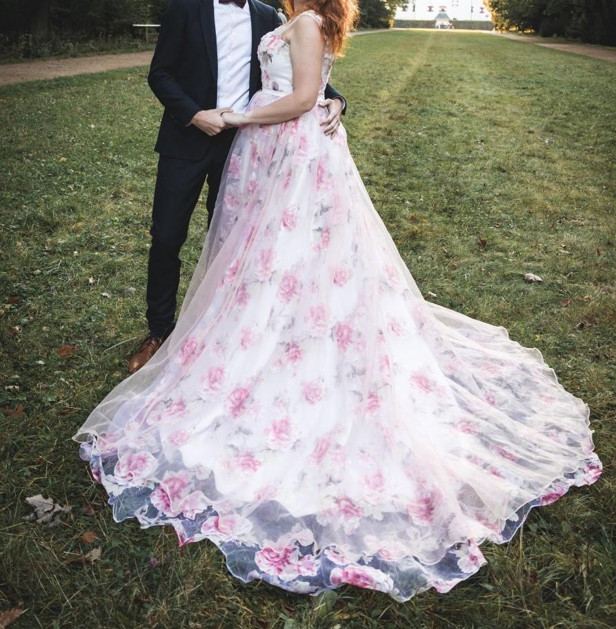 Růžové společenské/svatební šaty s vlečkou - Obrázek č. 1