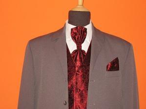 Tuhle vázanku a vestu a kapesníček+černý oblek