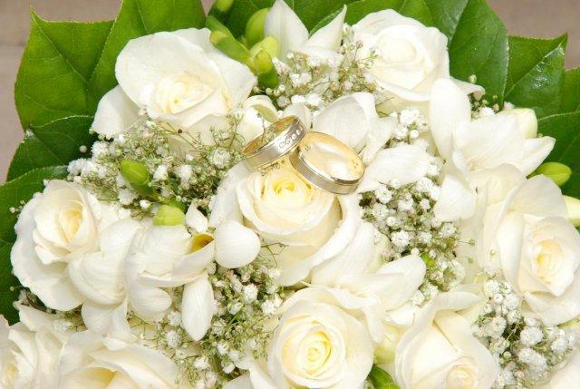 Naša vysnívaná svadba - naše obrúčky zo žltého zlata:-)