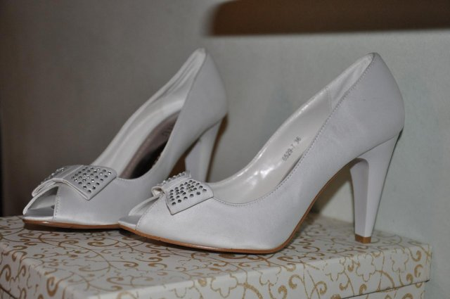 Svatební - z Itálie. Konečně se zbavím mých 158 cm výšky:-))