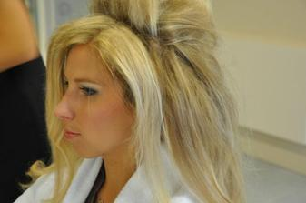 Amy Winehouse na blond po ránu u kadeřnice:-)
