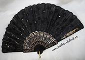 Vějíř v černé barvě s černými flitříky (č.05),