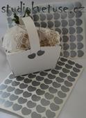 77 kusů stříbrných srdíček (č. 17),
