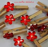 Kolíček s červenou kytičkou (č.09),