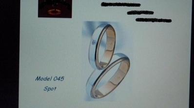 Původně jsem chtěla tyto,ale jak jsem si ho dala na prst,vypadal hrozně,jako kus uřezané trubky :-)