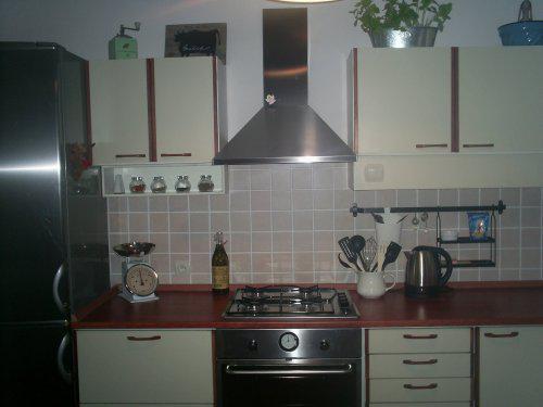 Rekonstrukce vily vilekuly:-) - naše 20 let stará kuchyně, ale dali jsme jí nový háv v podobě nových spotřebičů a pracovní desky.