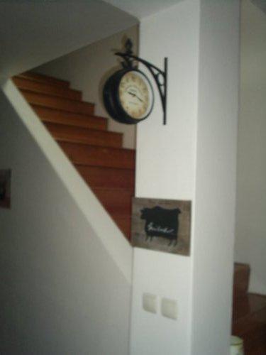 Rekonstrukce vily vilekuly:-) - nádražní hodiny a tabulka v kuchyni