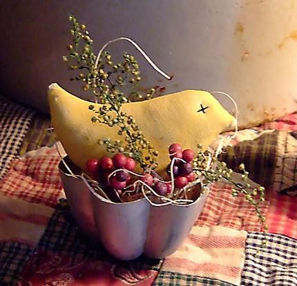 Drobnůstky pro radost - trošku vintage, stará forma na puding a látkový ptáček-posel jara