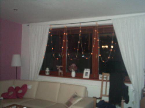 Vánoce u nás v Bullerbynu - osvětlení na oknech