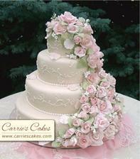 túto  tortu chceme, ale s bordovými ružami