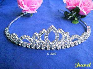 pekna tiara=a lovely tiara