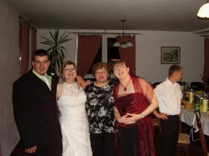 s bratom matuskom, s mamickou a sestrou poolou
