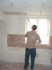 20.5.2010 malujeme, v sobotu přijdou montovat kuchyň, snad se konečně zbavíme těch krabic v obýváku