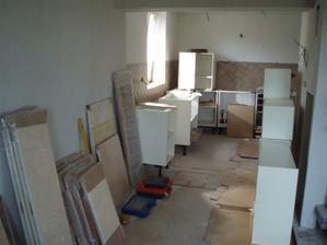 22.- 23.5.2010 pohled z jídelny do kuchyně