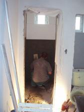 22.- 23.5.2010 začíná se obkládat WC