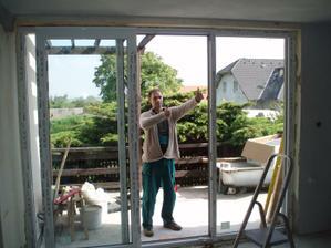 22.- 23.5.2010 naše francouzské okno z obýváku na terasu , je opravdu super :-)