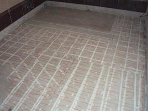 26.5.2010 položeno podlahové topení v koupelně