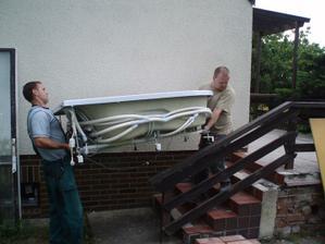 20.6.2010 odnést vanu do koupelny byl oříšek