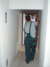 20.6.2010 škatulata v úzké chodbě