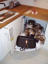 14.2.2010 Ikea, z těch kuchyňských systémů jsem nadšená, mají to vychytané.