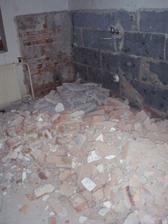 6.2.2010 zatím mám pocit, že z toho obyvatelný dům nikdy nebude, stále jen bouráme.