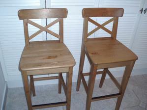 8.3.2010 už mám doma židličky, koupeno tady v bazárku.